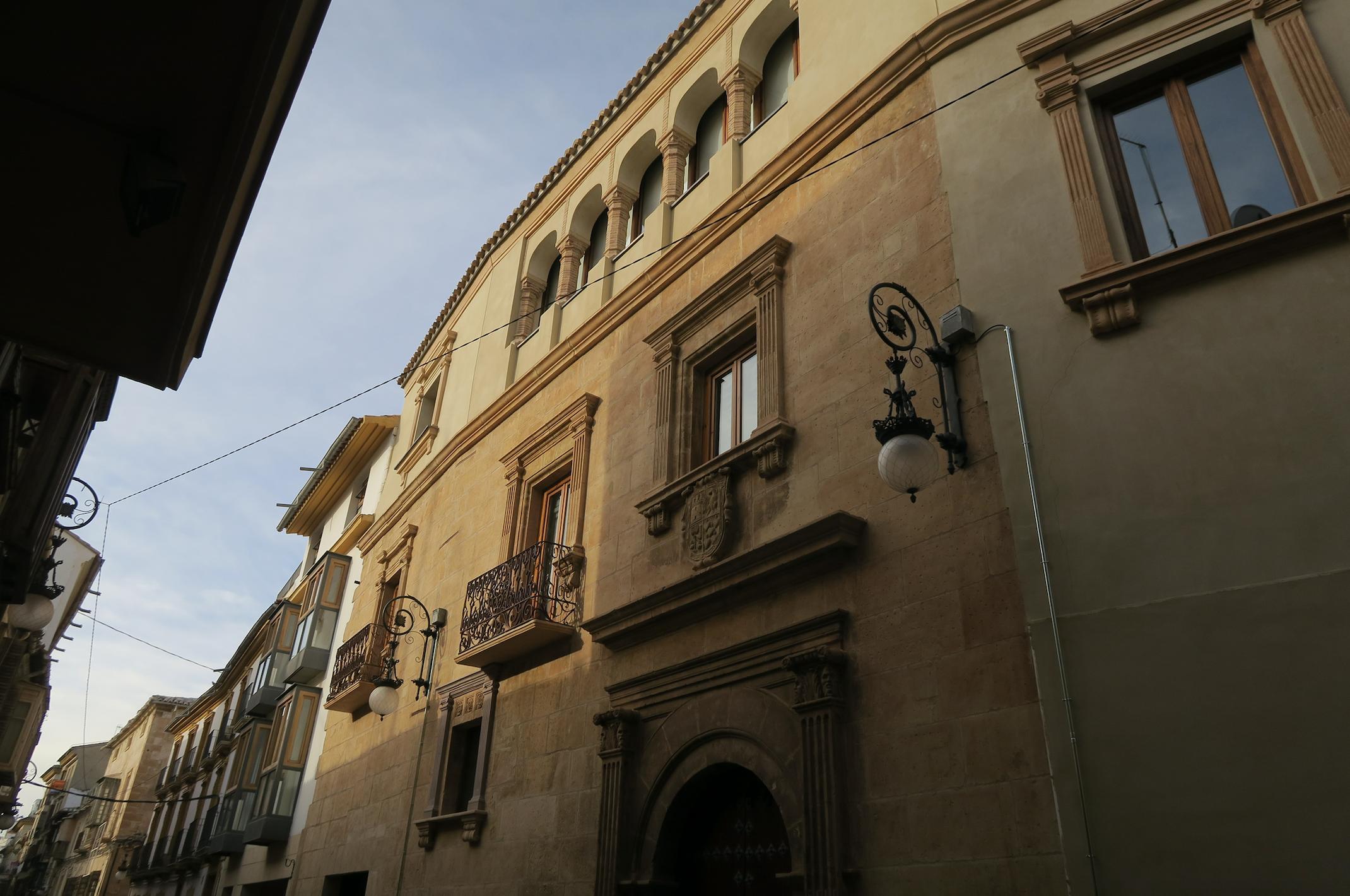 Lorquimur presenta el edificio que albergará la sede de su fundación: la casa de los Irurita.